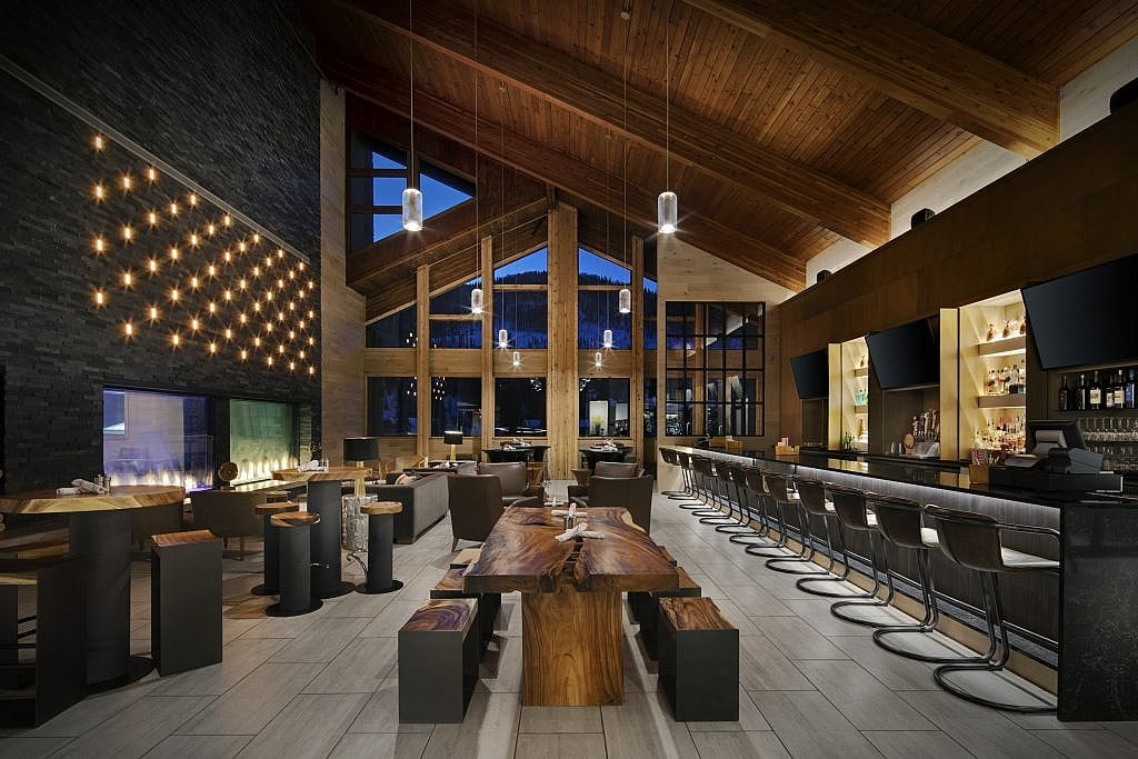 Restaurant and bar at the DoubleTree Hotel in Vail